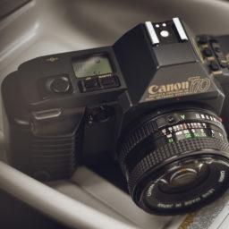 Canon T70 i Prius – nowoczesność na siłę