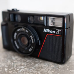 Pierwszy kompaktowy Nikon – L35AF